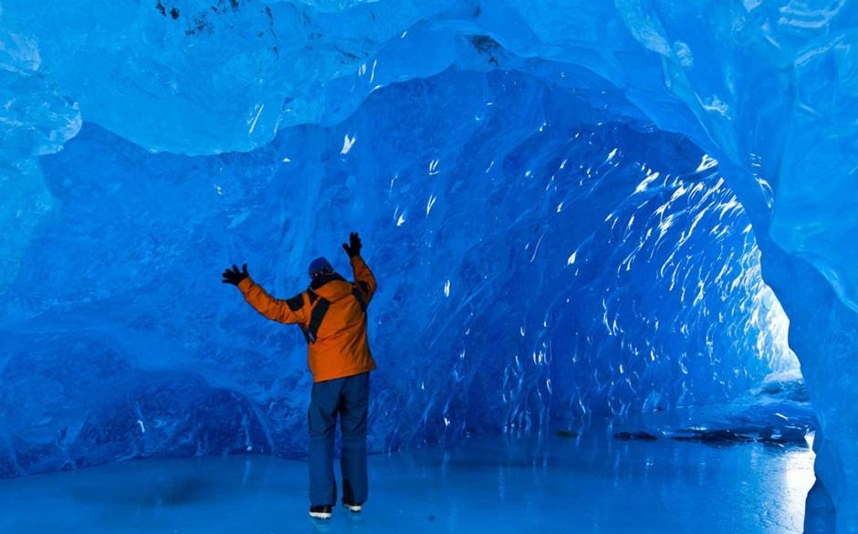 Caverna no Mendenhall Glacier