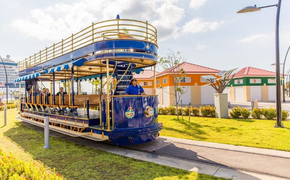"""Trenzinho"" turístico de Oranjestad"